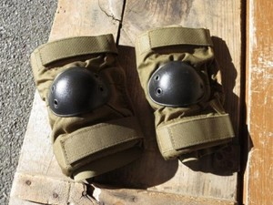 U.S.Elbow Pad Coyote sizeL new