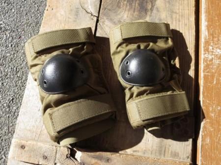 U.S.Elbow Pad Coyote sizeL new