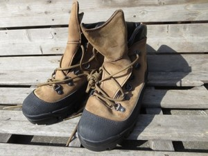 "U.S.Boots CombatHiker GoreTex ""BATES""size7.5R new?"